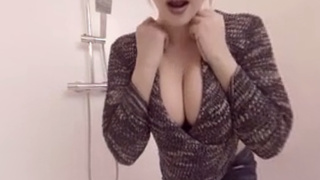 [VR]歐美VR成人 看着熟女邊洗澡邊自慰