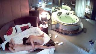 [JAV101精選偷拍!]豪華飯店真實有聲偷拍,超飢渴的女生主動騎上去就沒下來過