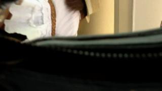 真‧偷拍神人!!趁搭電扶梯偷偷地拍穿短裙的騷妹 被發現就完了 1