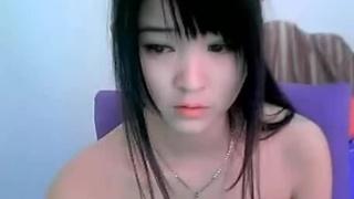 韓國正妹鮮少會在鏡頭前張開雙腿 但她就會