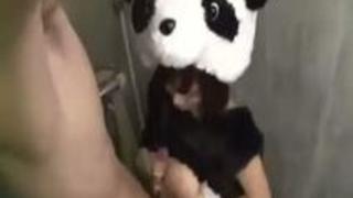 パンダのきぐるみのまま巨乳おっぱい巨尻デカ尻の浜崎真緒がセックス!アホみたいだけど結構エロいんだなこれが!