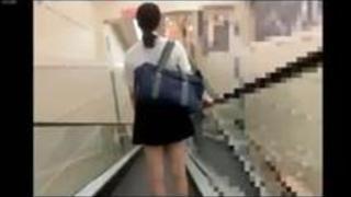 可愛いミニスカ制服JKのスカートめくりってと逆さ撮りパンツ!!!!