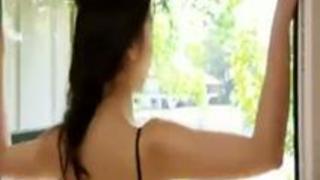 【無修正】【 無料えろ映像】まりかがマリリンスタイルで自宅に男を呼びつけると4人まとめてSEX三昧!性欲ハンパネェw