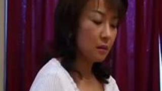 【無修正】紫織43歳 欲求不満で想像大爆発の熟妻さん