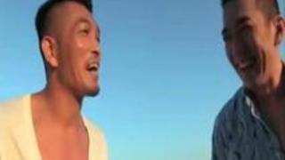 【乱交SEX】「ああぁぁ…♡イっちゃうぅ♡」海で酒飲んでるビッチ2人組を連れ込んで、パイパンま○こ並べて4P種付けセックス!