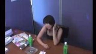 人気が出ない隠れ巨乳地味子女子大生(地味ドル)が楽屋待機中に枕営業中出しSEX無理やりな素人JDレイプ盗撮隠し撮り