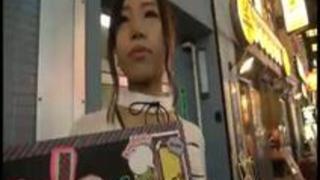 【超エロ デ ゴメンネ!】ガールズバーで働く女の子にインタビュー!なつき(22)→優しくされたらすぐ好きになっちゃうらしいチョ…