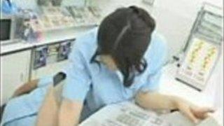 ホットなキャッシャーの女の子が店内をくぐった - 無料動画アダルトセックスチューブ -  NONK Tube