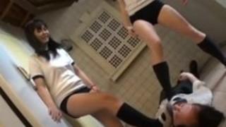 【あしおなDVD】女子校生の汚い上履きとくさぁいハイソックスの足裏で靴コキ責め