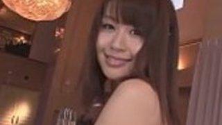 マイカは彼女の吸うとファックの才能を日本のblowjobのビデオで示しています -  JAVz.seから
