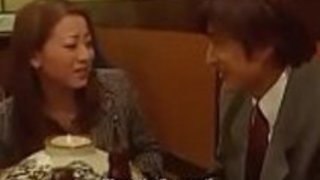 日本人妻の隣の扉