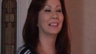 セクシーで角質な日本人のおばあさん