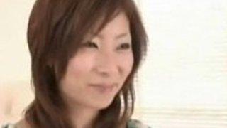 かなりセクシーな日本人の熟女のホットヘアリーのクンニ