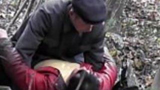 アジアの老人は木の2のfuck売春婦inceztporn.com