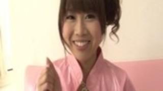 リリカ鈴木貧しい熟女は巨根の前にひざまずきます