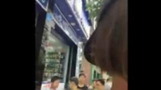 公共の場でオナニードゥドゥウェブカメラの女の子