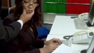 字幕 - ボスは、彼女の日本人秘書伊吹を犯さ