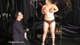 アジアボンデージと巨乳日本人奴隷の少女のオリエンタルな乳首拷問をTigerrs