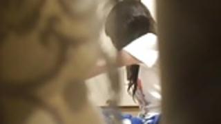 日本の歯科衛生学生でウィンドウのピープ