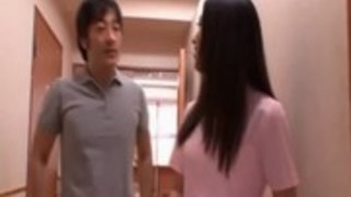 職場でホット三人組に巻き込まかわいいアジアの看護師