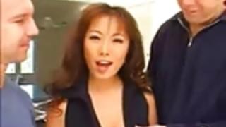 ホットアジアの女の子すごいアナルセックス
