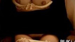 収縮した女性の大日本のポルノ