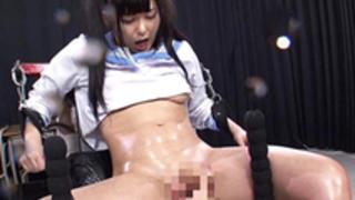 【あず希】拘束されマシンバイブで膣穴を突かれ潮を撒き散らしながらイキまくるアニメ声ツインテール美人娘