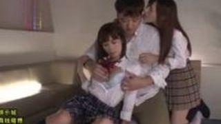 【小島みなみセックス】巨乳の美人娘女子高生の、小島みなみ、天使もえのセックス隠語3Pプレイエロ動画!