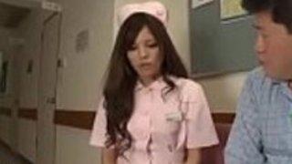 日本の小さな看護師の足コキとクソ - もっとElitejavhd.comで