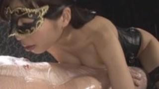 【あしおなDVD】現役女王様の青山梨果が網タイツの足コキや手コキ潮を噴かせる