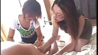彼らの男性を使用して支配的な日本の女の子