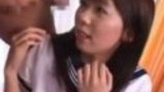 【沢井真帆】セーラー服女子高生がフェラや背面騎乗位のあと、バック&正常位で挿入中に口内射精&ごっくん