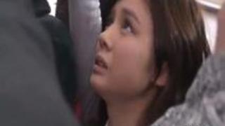 満員電車で目をつけた巨乳美女にパイズリ強要しぶっかけ